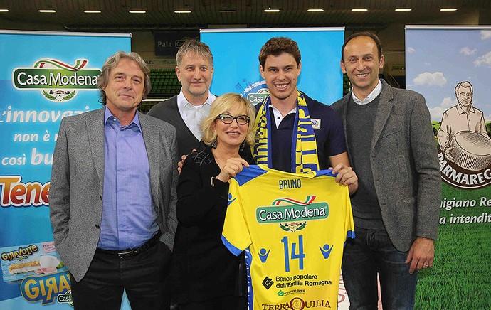 Bruninho vôlei apresentado no Modena (Foto: Divulgação / Facebook Oficial)