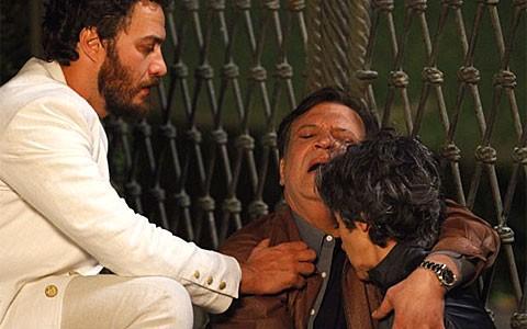 Dimas mata Melissa e chora a sua morte. Vilã termina em umbral (Amor Eterno Amor/TV Globo)