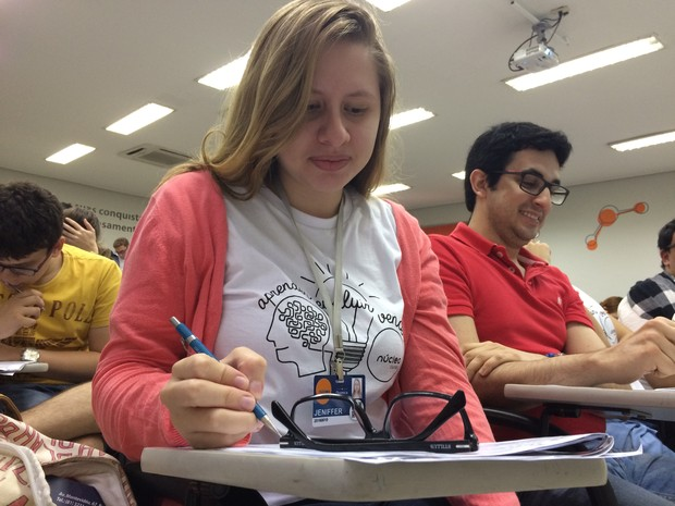 Jeniffer conta que ficou frustada ao saber da decisão do MEC (Foto: Thays Estarque/G1)