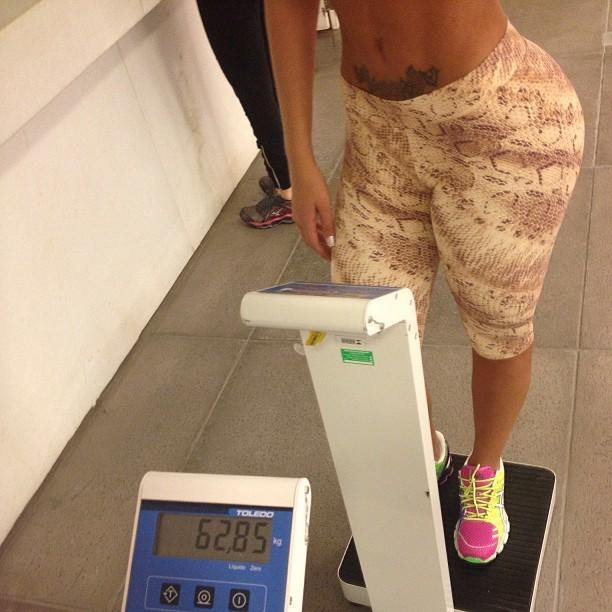 Andressa Urach de bem com a balança (Foto: Instagram / Reprodução)