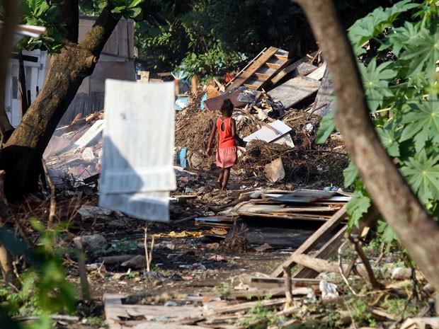Lixões clandestinos começaram a surgir no interior das comunidades de Gramacho (Foto: Marcos de Paula / G1)