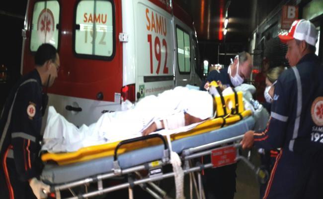 Pai e filho foram baleados na noite desta quinta-feira (16) na Zona Oeste de Natal (Foto: Sérgio Costa)