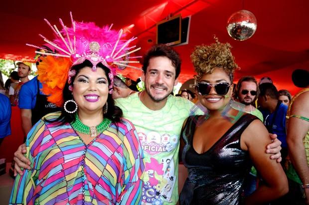 Fabiana Karla,Guilherme Menezes (MKT do Galo) e Gaby Amarantos (Foto: Marcelo Loureiro e Iris Santos/AgNews)