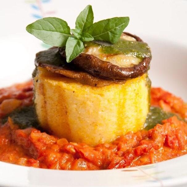 Receita de polenta grelhada com shitake  Casa Vogue  Carla