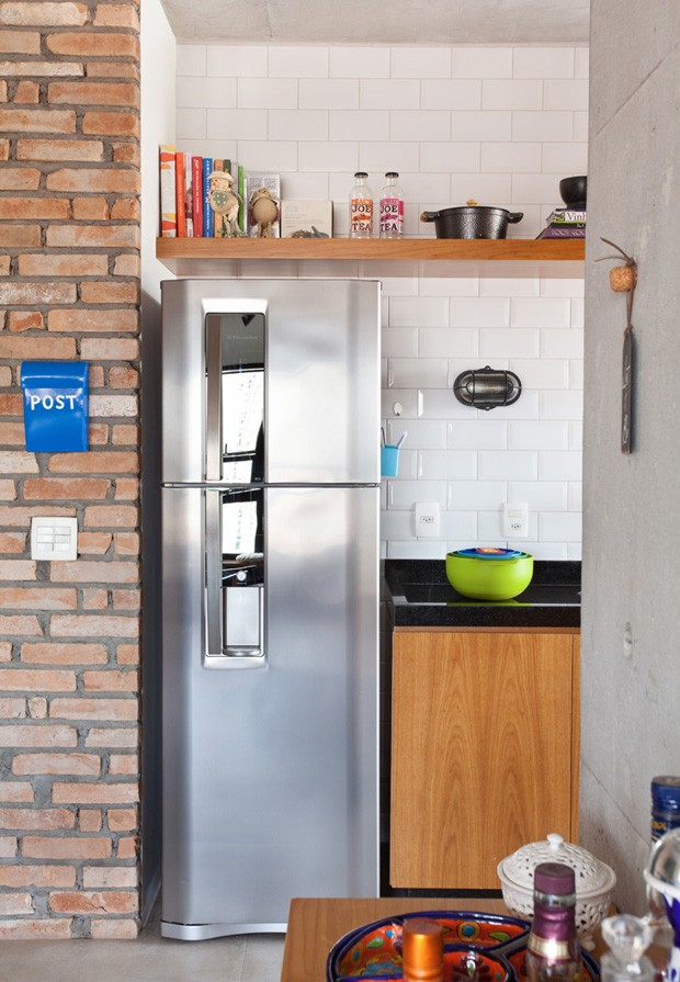 Um apartamento colorido e industrial com jeito de loft  (Foto: Adriana Barbosa/divulgação)