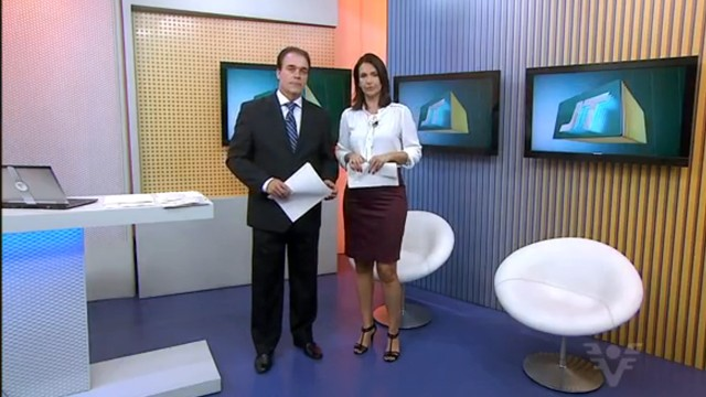 Tony Lamers e Vanessa Machado apresentando o Jornal da Tribuna 1ª edição (Foto: Reprodução / TV Tribuna)
