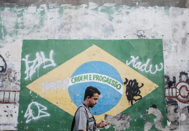 bandeira do Brasil, economia brasileira, PIB (Foto: Mario Tama/Getty Images)