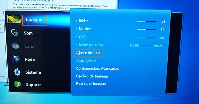Acesse o menu da TV e configure o ajuste de tela (Foto: Reprodução/Barbara Mannara)