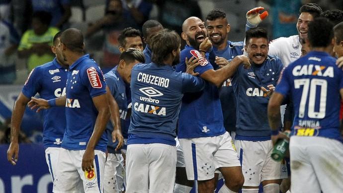 Bruno Rodrigo comemora gol do Cruzeiro contra o Botafogo (Foto: Washington Alves/ Lightpress)