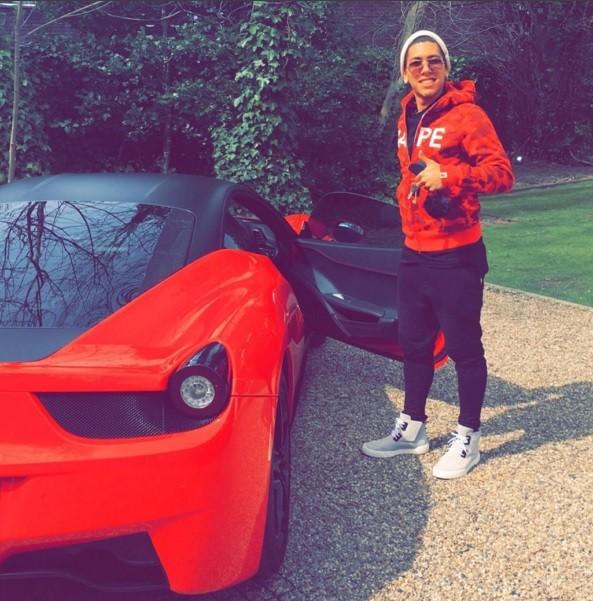 BLOG: Vermelho é a cor da moda: Firmino põe Ferrari de R$ 910 mil para passear