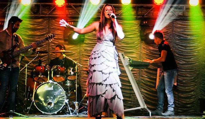 Camila já cantava em bares, festas e casamentos (Foto: Arquivo Pessoal)