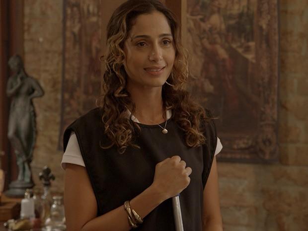 Regina se segura e mantém a compostura (Foto: TV Globo)