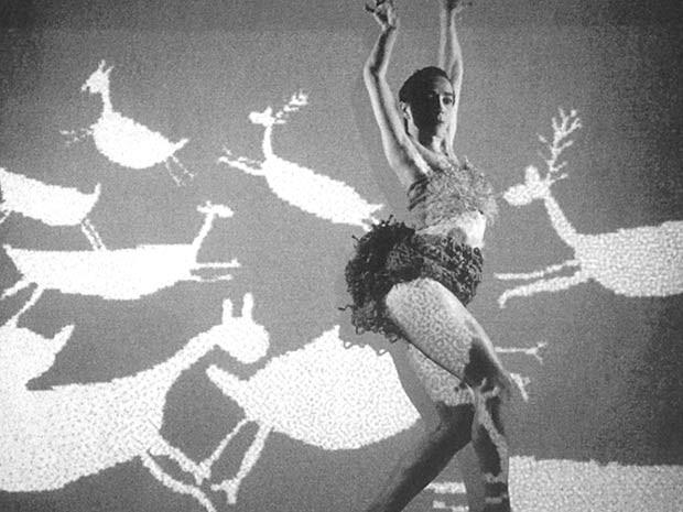 """A dançarina Lina do Carmo interpreta """"Capivaras"""", atração do Cena Contemporânea, em Brasília (Foto: Divulgação)"""