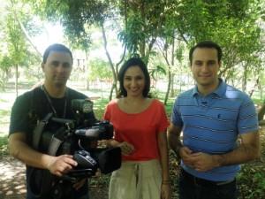 Os apresentadores Sonia Campos e João Salgado e o cinegrafista Mateus Castro trazem informações para você (Foto: Marcelo Sardá/RBS TV)