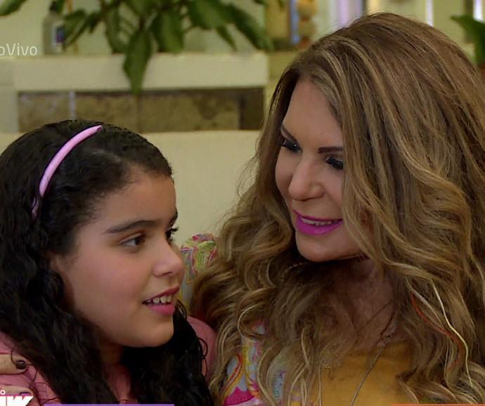 Elba Ramalho com a filha caçula, Maria Esperança, de 9 anos (Foto: Vídeo Show / Gshow)