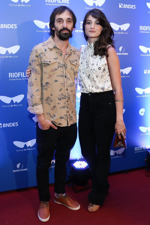 Júlio Andrade e a mulher, Elen Cunha (Foto: Roberto Filho/Brazil News)
