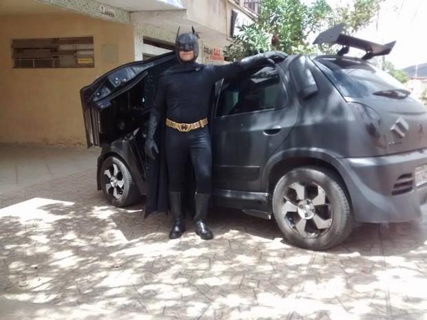 O homem-morcego valadarense tem 35 anos e é engenheiro civil. (Foto: Diego Souza/G1)