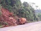 Deslizamento de terra fecha parcialmente rodovia do RS; veja