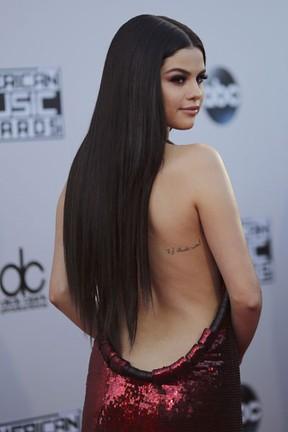 Selena Gomez em prêmio de música em Los Angeles, nos Estados Unidos (Foto: David McNew/ Reuters)