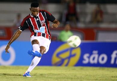 Samuel Eto'o Come-Fogo (Foto: Thiago Calil / Agência Botafogo)