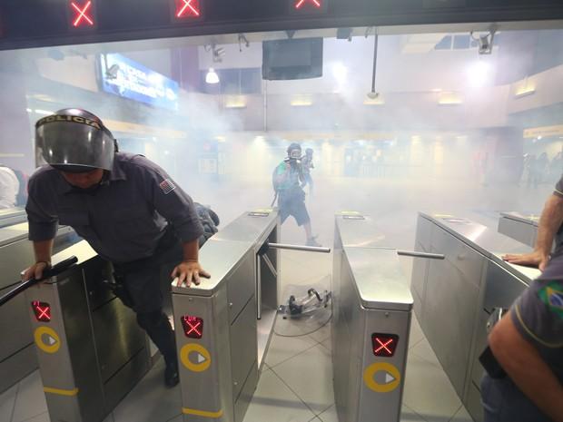 Tumulto na estação Faria Lima do Metrô de São Paulo, na Zona Oeste da capital paulista, após ato organizado pelo Movimento Passe Livre (Foto:  J. F. Diorio/Estdaão Conteúdo)