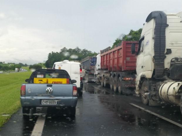 Motoristas registram congestionamento em rodovia (Foto: Reprodução/ Waze)