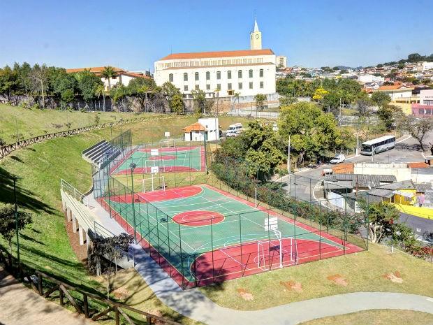 Parque do Jardim do Lago tem duas quadras poliesportivas  (Foto: Paulo Grégio)