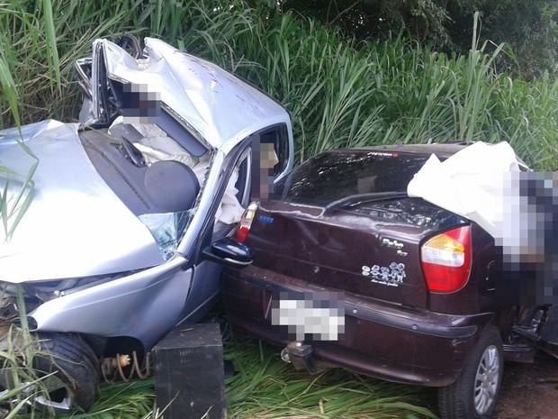Acidente entre dois carros deixa seis mortos na GO-462, em Goiânia, Goiás (Foto: Divulgação/PC)