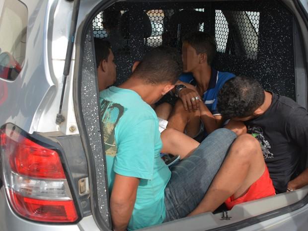 Quatro suspeitos foram presos e levados para a sede da Polícia Federal (Foto: Walter Paparazzo/G1)