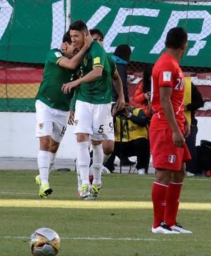Ronald Raldés comemora gol em Bolívia x Peru (Foto: REUTERS/David Mercado)