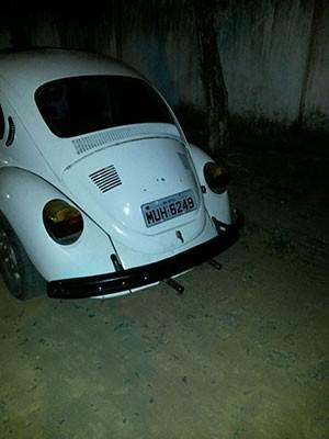 Fusca estava com chave na ignição e pronto para ser usado em fuga (Foto: Divulgação/Polícia Militar do RN)
