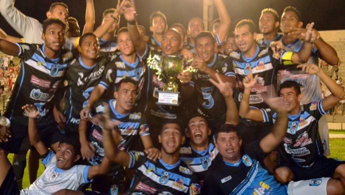 Jogadores do CSP comemoram título simbólico da primeira fase do Campeonato Paraibano (Foto: Rammom Monte / GloboEsporte.com/pb)