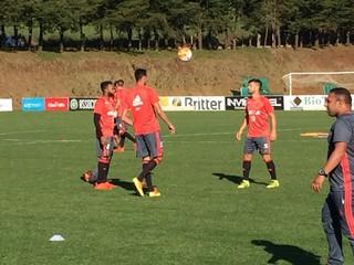 Zé Ricardo volta com linha defensiva titular para encarar Chapecoense