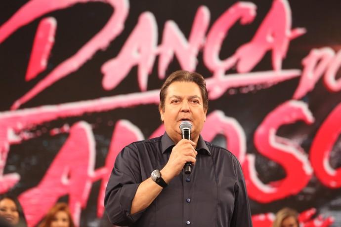 Faustão conversa com ex-participantes do 'Dança 2016' (Foto: Carol Caminha/Gshow)