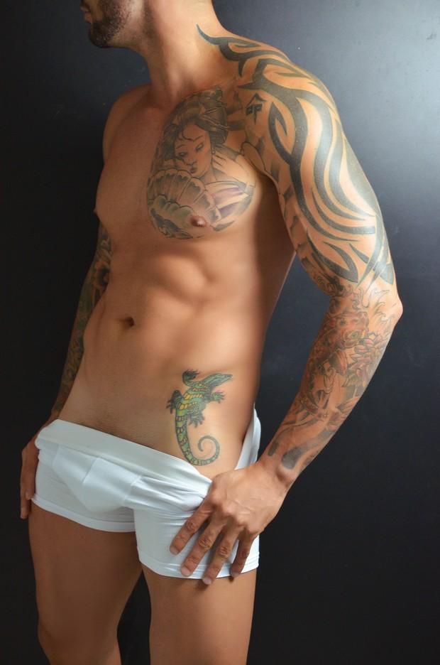 Rodrigo, ex-BBB, posa de cueca (Foto: Fernando Frazão)