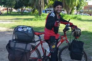 Vinicius da Silva é ciclo aventureiro e já percorreu mais de 90 mil quilometros. (Foto: Weldon Luciano  - GloboEsporte.com)