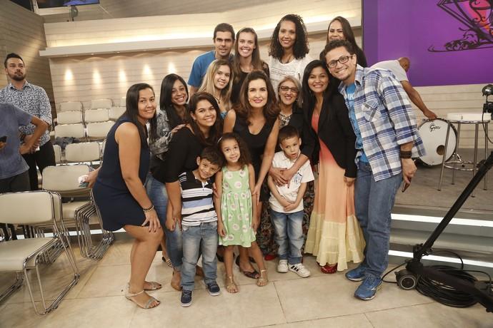 Depois do programa Fátima tira foto com a plateia (Foto: Raphael Dias/Gshow)