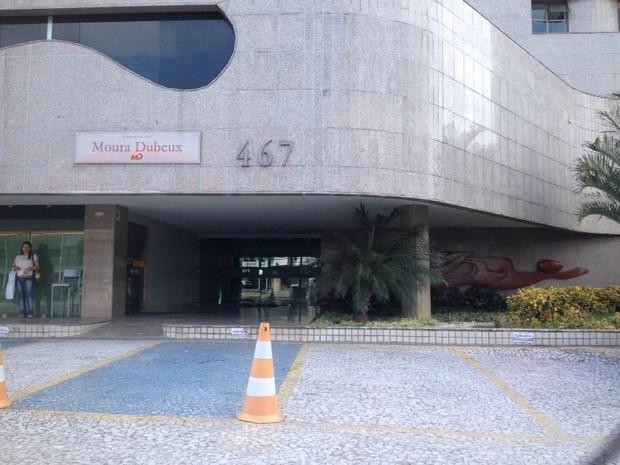 Polícia Federal faz diligências no prédio onde funciona o escritório do Consórcio Novo Recife, no Pina (Foto: Kety Marinho/TV Globo)
