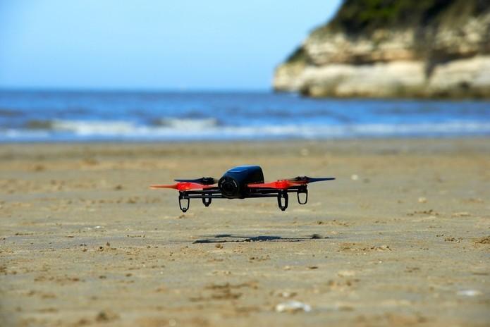 Faça testes perto do chão para verificar o funcionamento do drone (Foto: Divulgação/Parrot)