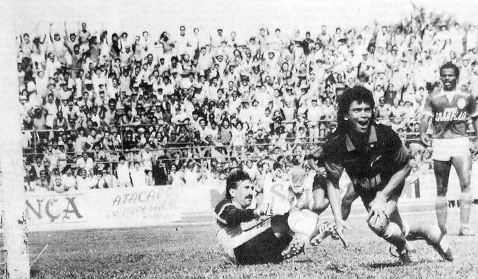 Níveo corre para comemorar o quinto gol do Ituano (Foto  Juca Ferreira    Jornal 83f02aacdbf09