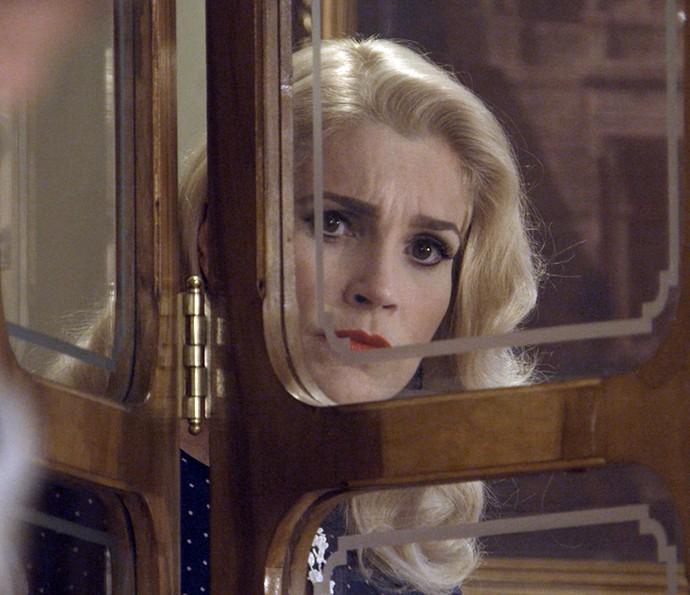 Sandra fica irada ao ver a aproximação de Celso e Maria (Foto: TV Globo)