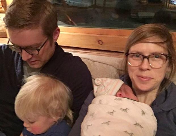 A obstetra Hilary Conway com a família  (Foto: Arquivo pessoal)