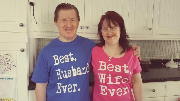 Ingleses com síndrome de Down irão comemorar aniversário de 23 anos de casamento (Foto: Reprodução / Facebook)