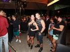 Fernanda D'Avila aposta em decote para ir a show em Salvador, na Bahia