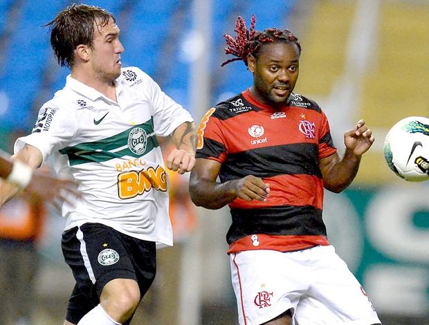 Vagner Love na partida do Flamengo contra o Coritiba (Foto: Alexandre Loureiro / VIPCOMM)