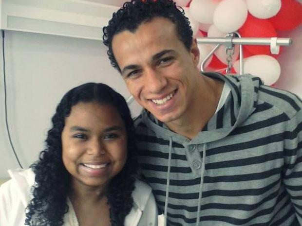 Ritchieli recebeu visita do jogador Leandro Damião no hospital (Foto: Divulgação/Hospital Mãe de Deus)