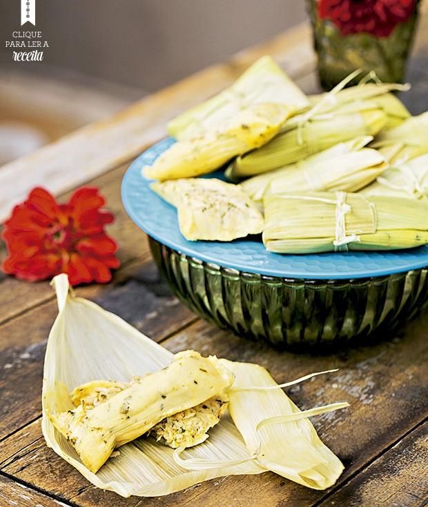 Tamales com frango caipira e queijo minas. Bowl Ideia Única, prato Souq  (Foto: Elisa Correa/Editora Globo)