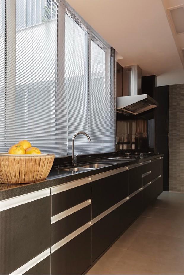 Apartamento carioca tem décor industrial, mas com charme dos anos dourados (Foto: Fotos MCA Stúdio/divulgação)