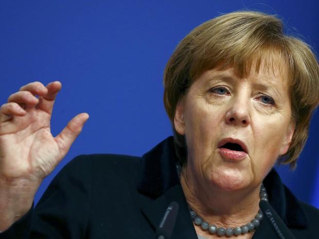 A chanceler alemã, Angela Merkel, fala a membros de seu partido no Congresso em foto nesta segunda-feira (14) (Foto: Kai Pfaffenbach/Reuters)
