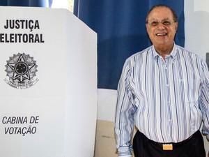 O deputado federal Paulo Maluf (PP-SP) votou na manhã deste domingo (28) na Faculdade de Engenharia de São Paulo, na Zona Sul da capital paulista (Foto: William Volcov/AE)